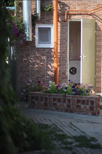 Домик с сантех условиями городского типа