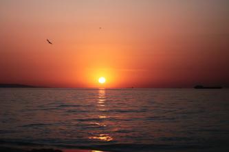 Закат на пляже.